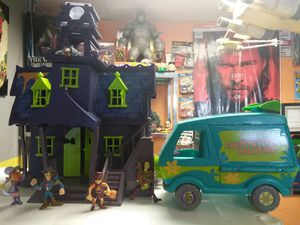 Scooby Doo haunted House and figs for Sale in OH, US