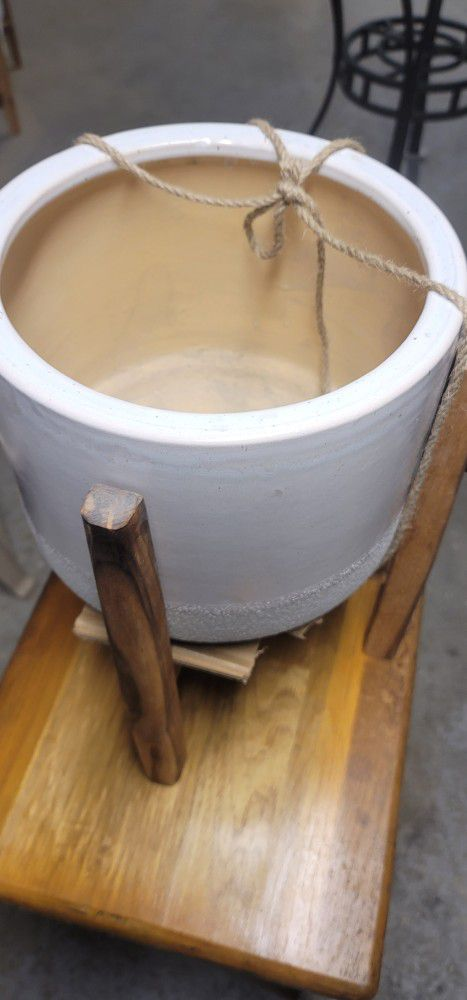 12 In Ceramic Pot And Wood Stand