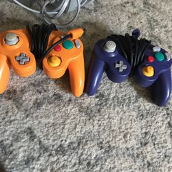 Nintendo Wii With Game Cube Controls And Three Wii Games Thumbnail