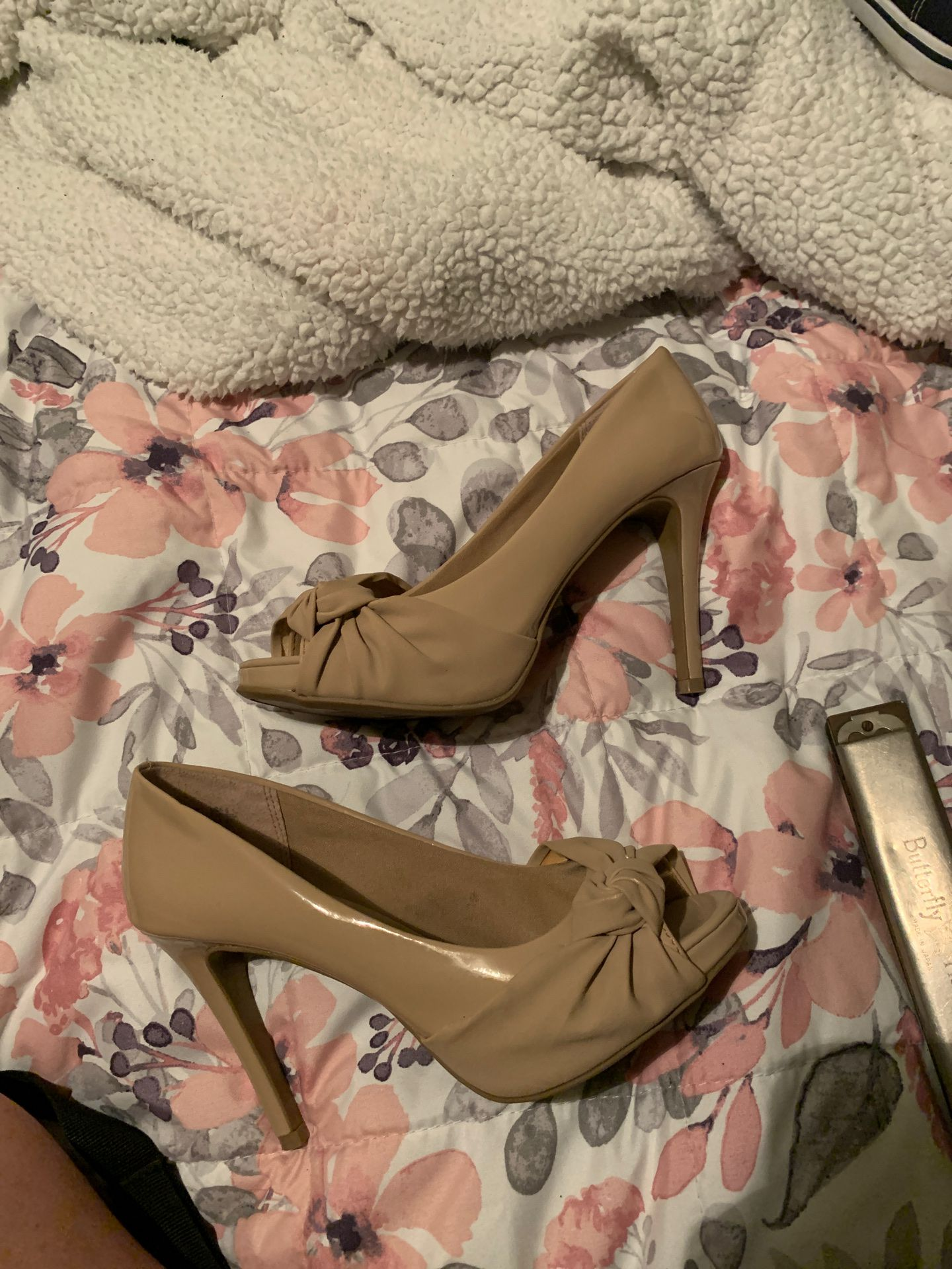Nude Slip On Sandals for Sale in Tacoma, WA - OfferUp