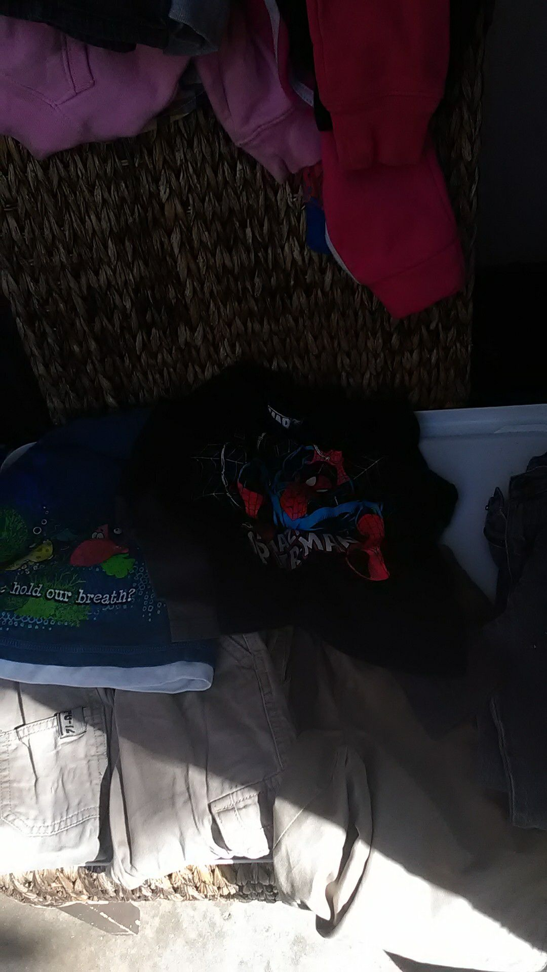 ALL KINDS OF TODDLER BOY SIZE 24 MONTHS TO 4 T ALL NAME BRAND IN EXCELLENT CONDITION I'M SELLING CHEAP
