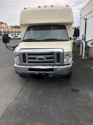 2011 Ford E450 Shuttle Bus w/lift for Sale in Montgomery Village, MD
