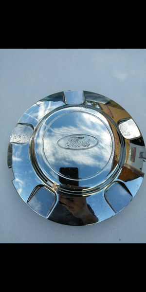 1 Ford expedition oem factory center cap part number #xl14-1a096-ba for Sale in Lakeland, FL