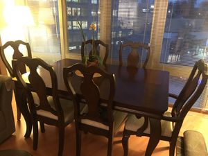 Extended dining table with 6 chairs from Haverty's in an EXCELLENT condition, if you are really interested message me with your price!! for Sale in MARTINS ADD, MD