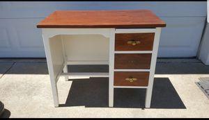 Child size desk for Sale in Nashville, TN