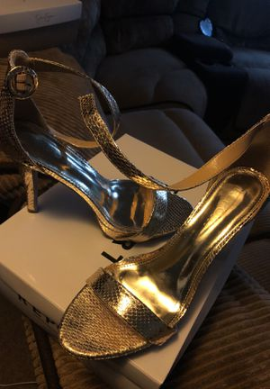 $40 Gold Heels for Sale in Cleveland, OH