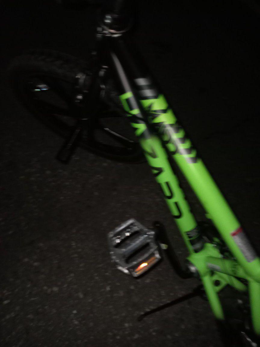"Hazard Madd Gear Mag Wheels BMX Bike 20"" w/ Front and Rear Pegs"