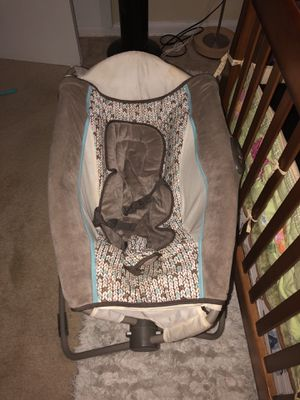 Baby rocking chair , and sleeper,, camita y mesedora para bebé for Sale in Silver Spring, MD