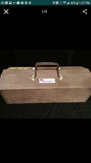 Vintage Vermont Professional Metal Tool Box. 21inches long, 7 inches and inches wide. for Sale in Mesa, AZ