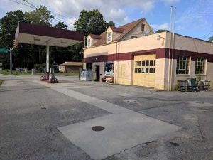 Gas station C-store work shop and apartment 3 in 1 Great investment or business opportunity for Sale in Kenbridge, VA