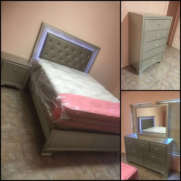 New 5pc queen size led bedroom set (Furniture) in Houston, TX - OfferUp