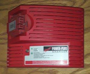 Photo Milwaukee Power Plus Battery Charger 12v-14.4v