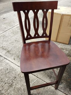 Dinner table and 4 chair used good condition Thumbnail