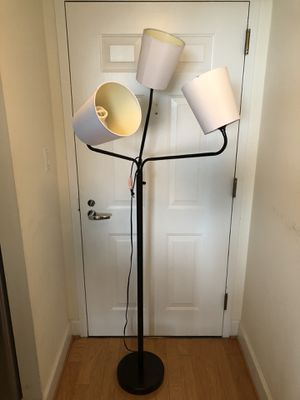 FLEXIBLE FLOOR LAMP WITH BULBS for Sale in Bethesda, MD