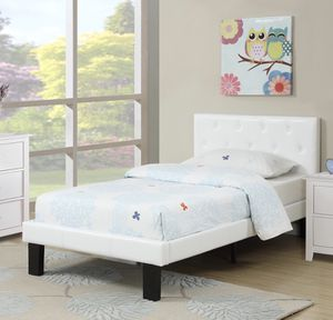 PLATFORM WHITE BED for Sale in Hialeah, FL
