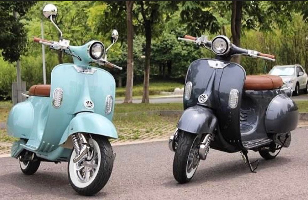 Photo Electric MopedScooter Vespa Style! Brand New!