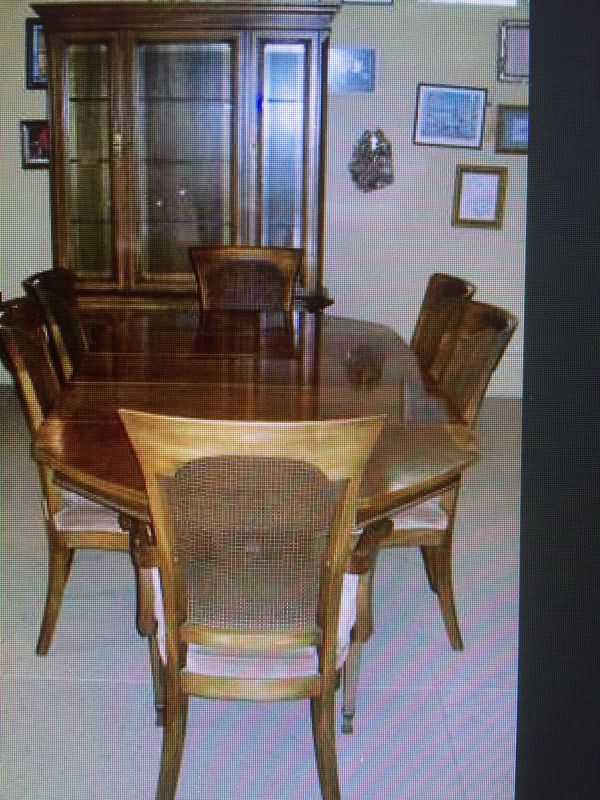 Beautiful Dining Room Set Table Hutch Buffet 6 Chairs 3 Leaves