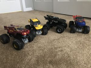 Photo Hot Wheels Monster Jam Super Hero trucks