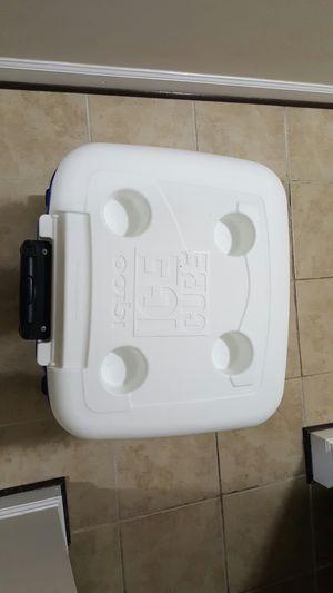 ICE CUBE COOLER for Sale in Manassas, VA