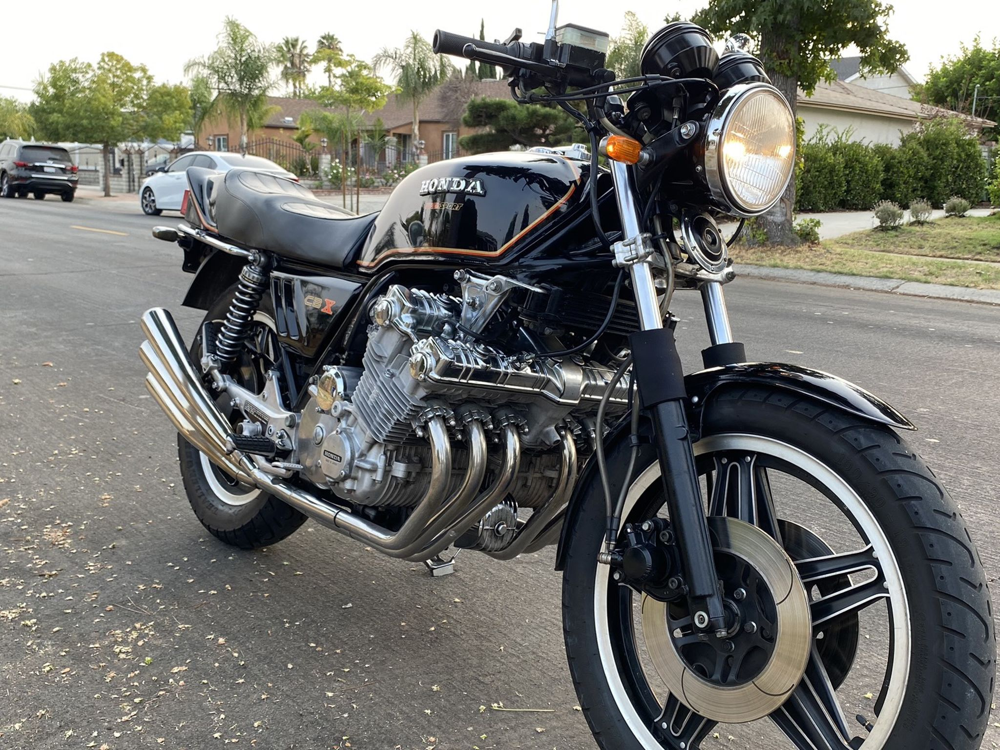 Photo 80 HONDA CBX 1000 LEGENDARY CLASSIC HIGHLY COLLECTIBLE! 6 CYLINDERS, 6 CARBS. 6 HEADERS, 6 PIPES. PERFECT. NEVER BEEN DOWN!