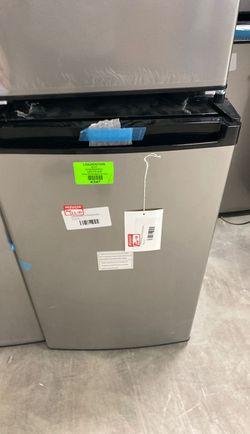 Frigidaire FFPA4422UM mini fridge ‼️‼️‼️ P4 Thumbnail