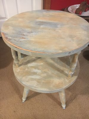 Vintage Wooden two tier Mid Century Coffee/end/side round table. for Sale in Powhatan, VA