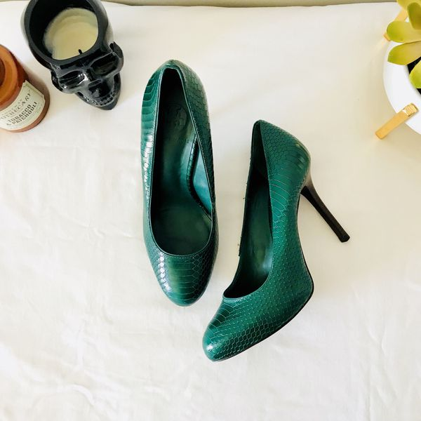 81095f4c1b47 Tory Burch Green Heels size 7 (37) for Sale in Nashville