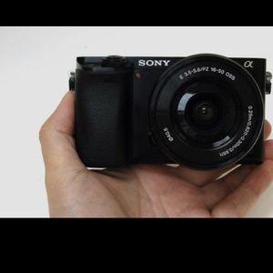 Photo Sony a6000 w/ kit lens (used)