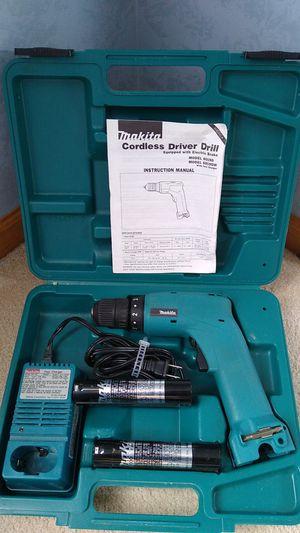 Photo Makita 6019DWE 7.2-Volt Ni-Cad 3/8-Inch Cordless Drill/Driver Kit