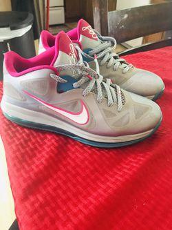 Nike Lebrons size 10 men's Thumbnail