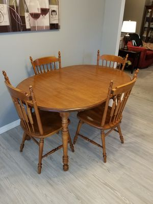 Photo Kitchen table extendable and 4 chairs