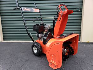 Photo LIKE NEW Ariens 520 HEAVY DUTY 2 stage Snow Blower Electric Start PRICE IS FIRM