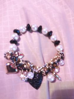 Betsey johnson black and white charm brac Thumbnail