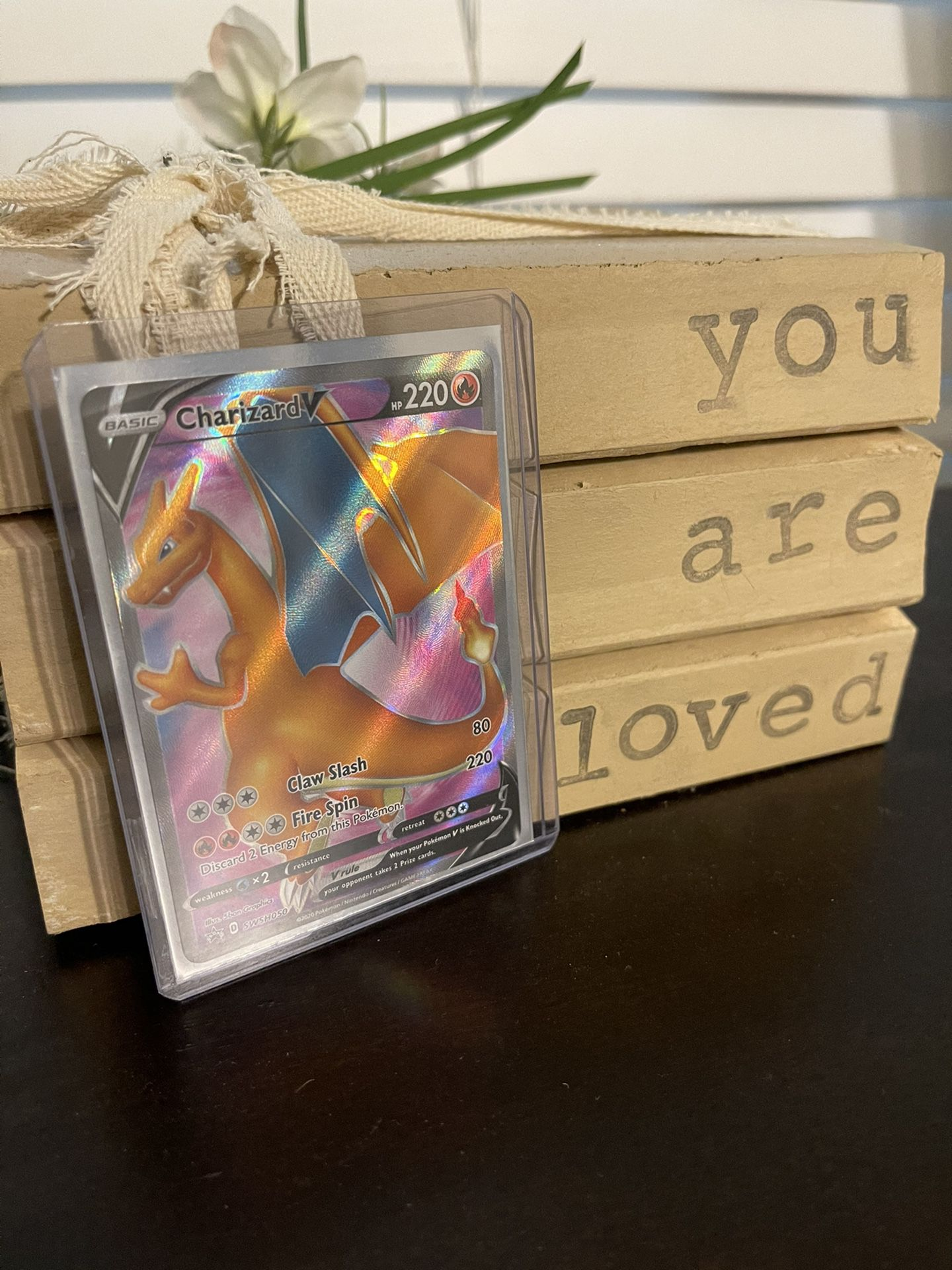 Charizard V Pokémon Card