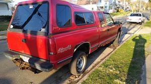 Photo 1995 Chevy 1500 2 door quad cab 8 foot bed with cab and newly re-built motor needs right rear shock that's it truck runs great