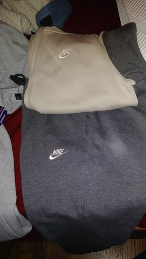 Nike and champion outfit size Xlarge for Sale in Dayton, OH