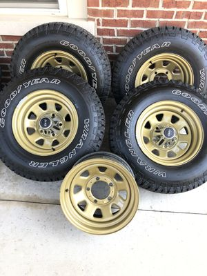 Photo Genuine Jeep CJ Wagon Wheels & Tires, 15x8