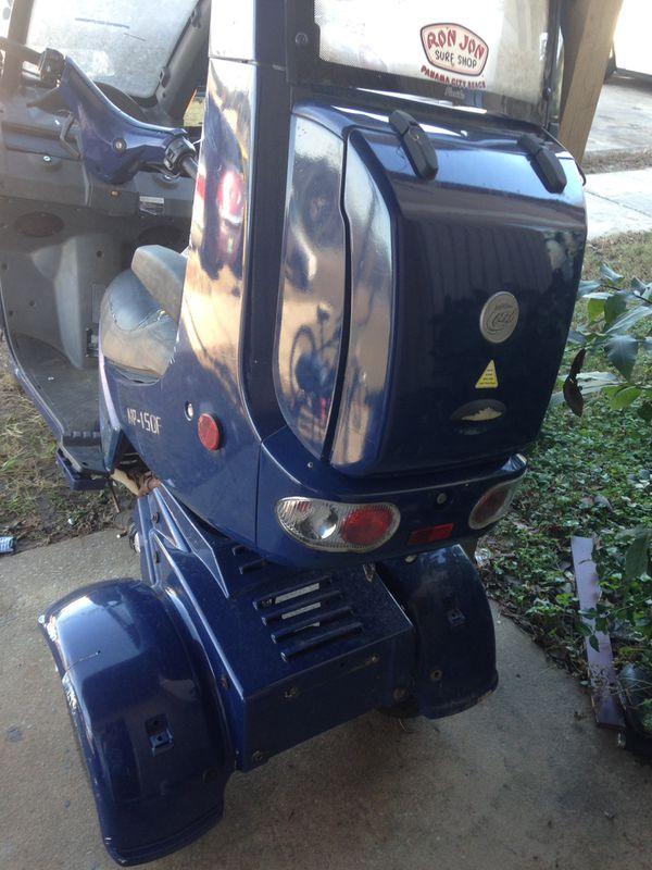 3 wheel jcl moped with roof make JCL model MP150F yr 08 need body work and  new battery other than that runs great!!! MAKE ME AN OFFER MUST SELL ASAP