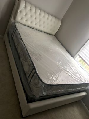 camas de todos los tamaños precios empezando de $150 Aceptamos tarjeta de crédito {contact info removed} for Sale in Manassas Park, VA