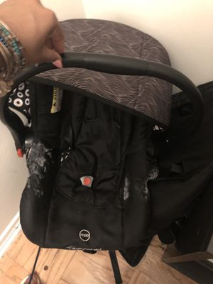 Uberchild infant car seat for Sale in Lanham, MD