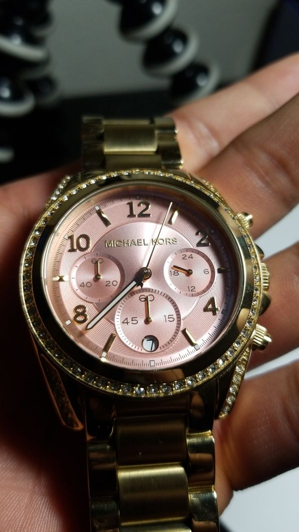 99b364e17654a Michael Kors watch ROSE GOLD for Sale in Silverton