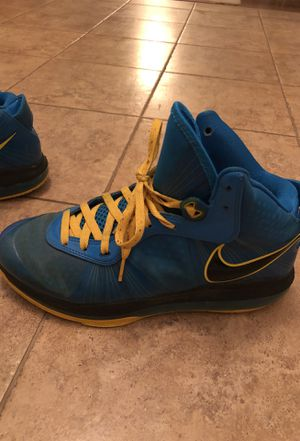 Lebron 8 V2 Entourages w/Custom Yellow Laces for Sale in Clarksville, MD