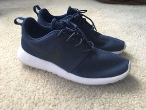 3f6c77849b7 Nike RosheRun Navy blue size 10 for Sale in Kissimmee