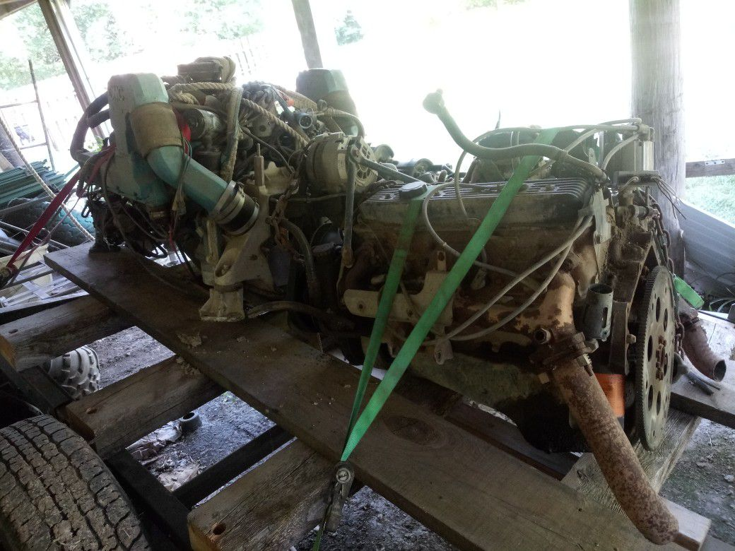 Photo 305 Marine engine and a 350 Chevy engine