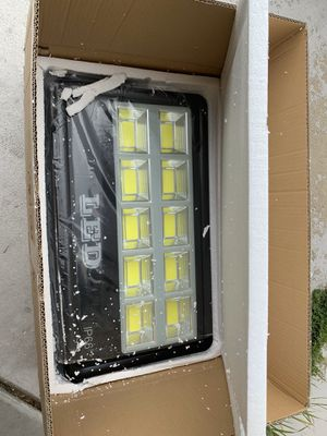 Photo Brand new FAISHILAN 400W LED Flood Light, Super Bright Outdoor IP66 Waterproof Floodlight, 40000Lm, 6500K for Garage, Garden, Lawn and Yard