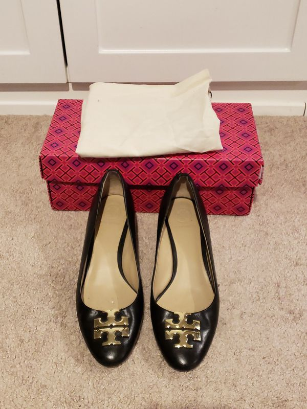 7aed7e558 Tory Burch Raleigh Black Leather Pumps Heels Size 7 for Sale in ...