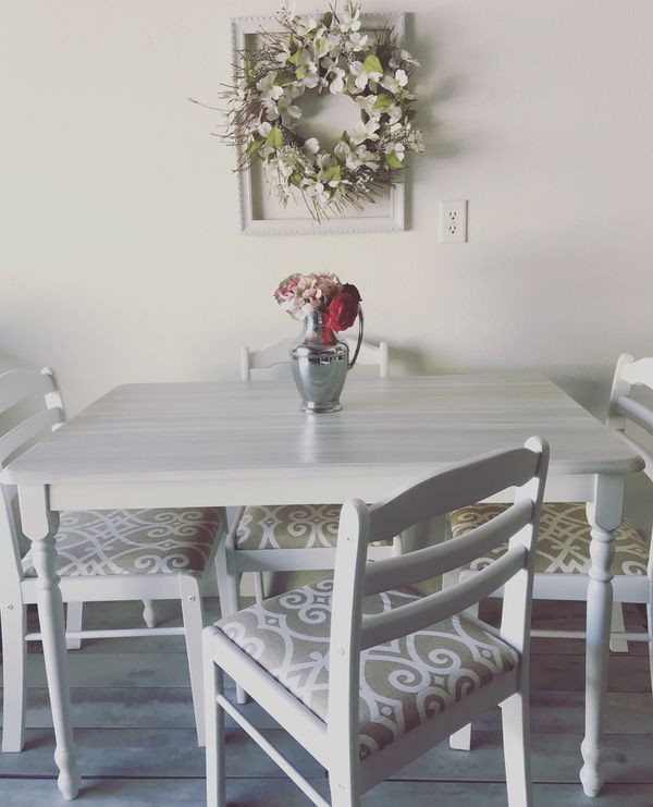 Fabulous White Shabby Chic Table With 4 Chairs For Sale In North Las Vegas Nv Offerup Caraccident5 Cool Chair Designs And Ideas Caraccident5Info