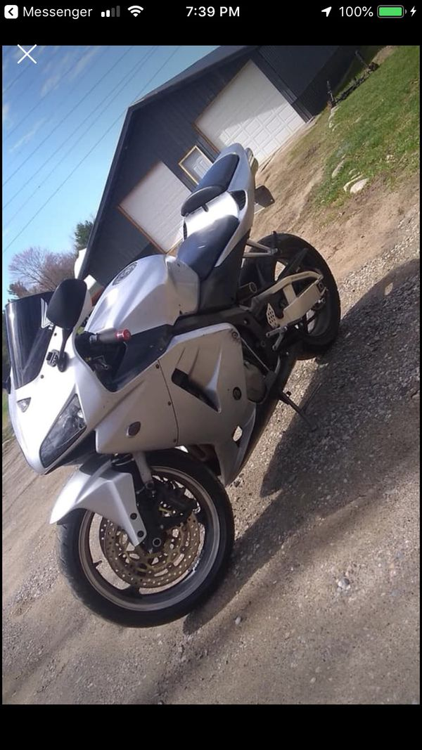 2004 cbr600rr needs a little body work nothing major runs great have extras to come with2900 obo