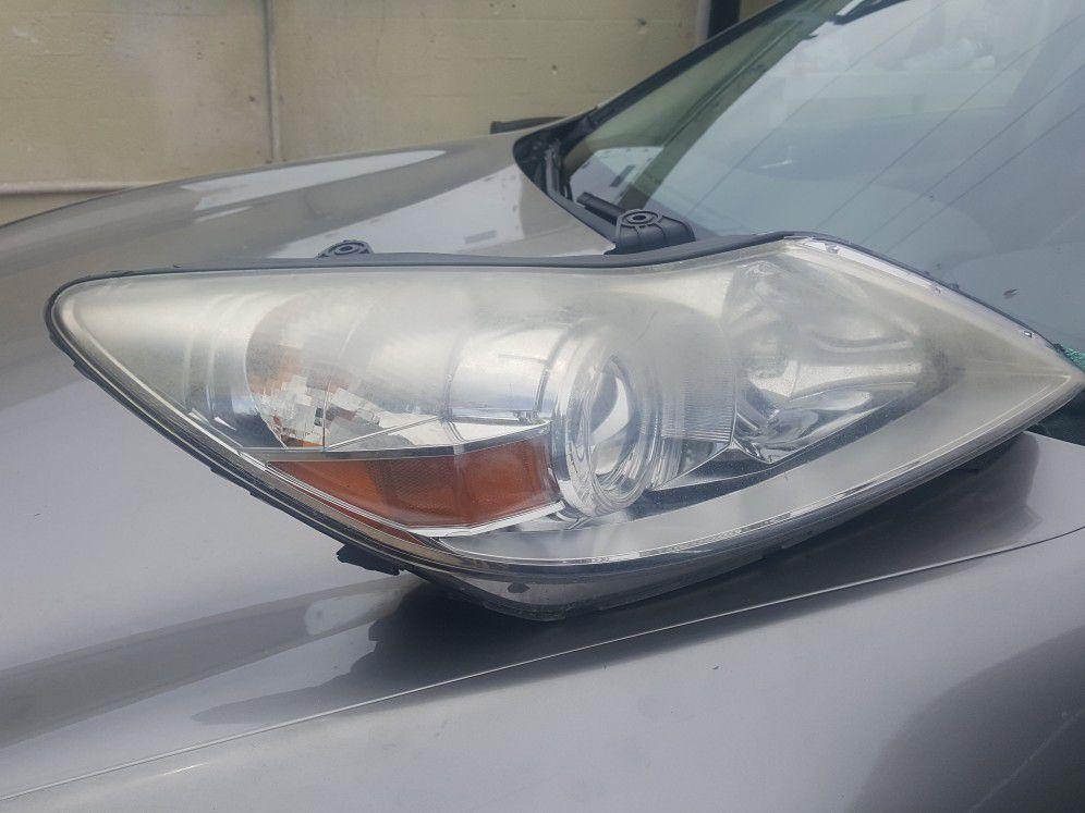 2011 Hyundai Genesis light