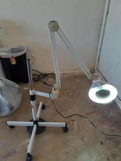 Magnifying Lamp with Caster Base Thumbnail